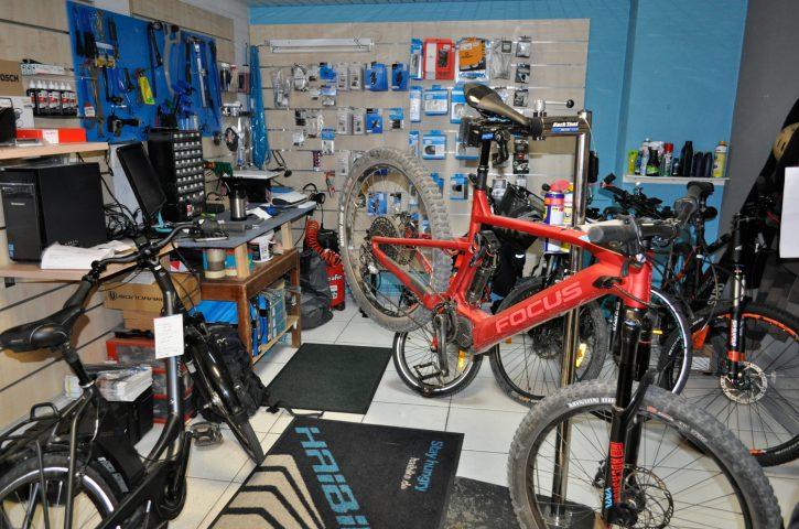 Découvrez sur la boutique en ligne de La Cyclerie des Alpes les vélos électriques de ville adaptés pour les femmes