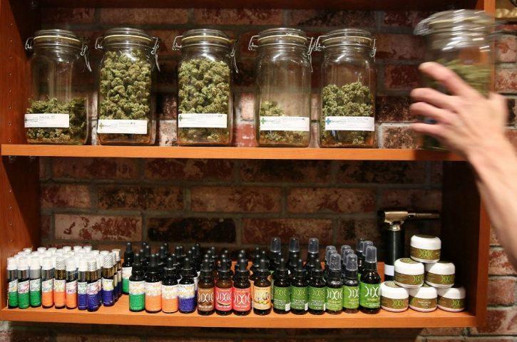 Directeurs de la demande Anvisa vues et le vote du cannabis médical est reporté